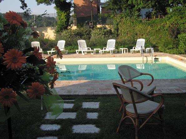 Casa mancia design hotel camere e appartamenti vacanza in umbria - Capodanno in piscina ...